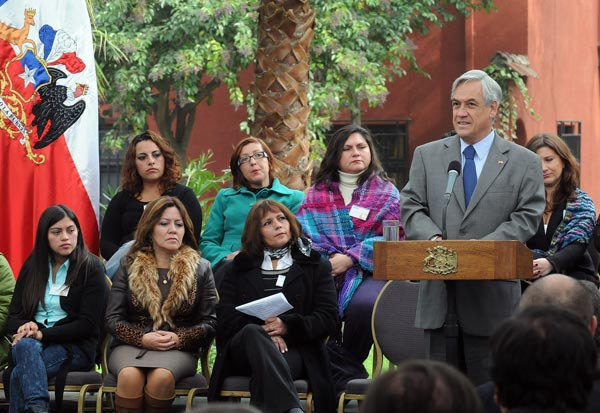 President Piñera, with the mothers undergoing treatment