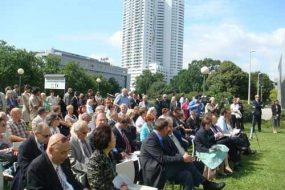 Inauguration de l'Arbre de l'Espoir à Vienne