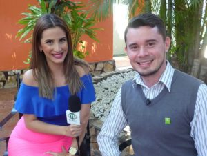 Manuel Bravo, Manager of the hotel Europeo with TVRed 11 reporter