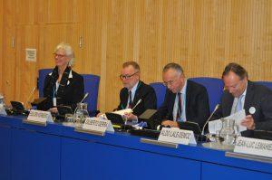 Représentants de l'UNODC lors d'un dialogue informel avec la société civile