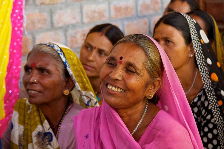 Mujeres indianas sonriendo