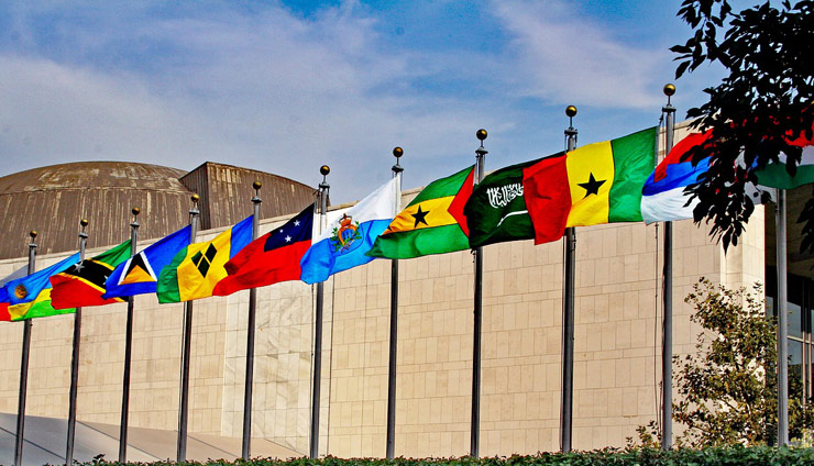 banderas en la sede de Naciones Unidas